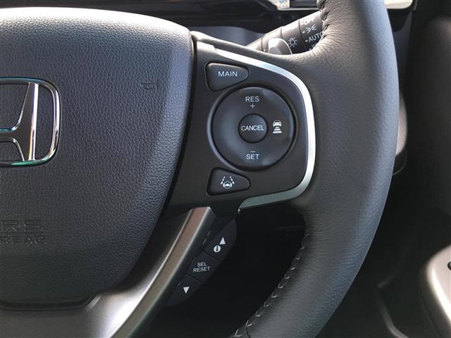 【レーダークルーズコントロール】セットした車速を上限に、車速に応じた車間距離を保つように車間制御を行い走行、してくれます!これで長距離運転も楽々♪