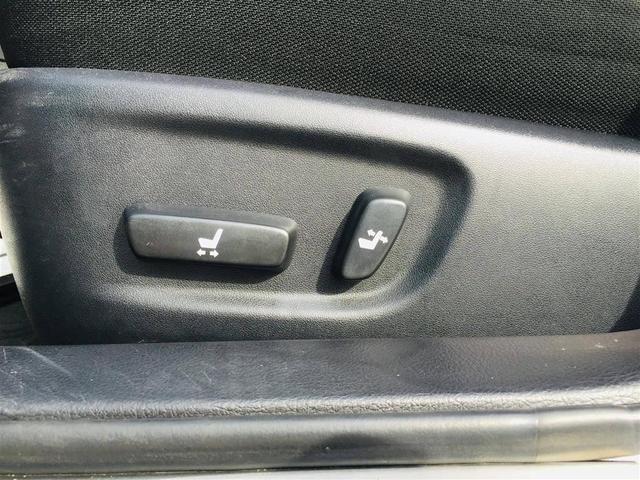 【パワーシート】が装備されております。お好みのシートポディションにボタン一つで設定可能です。微調整もしやすく見た目もスッキリしますよ。
