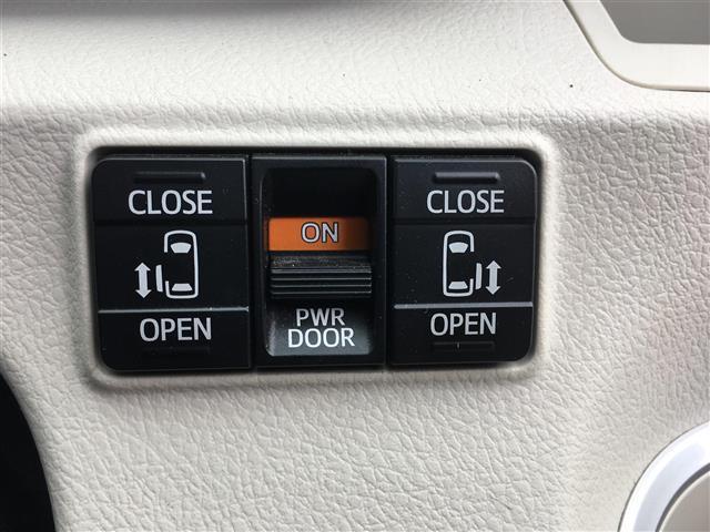 G 両側パワースライドドア 社外ナビ フルセグテレビ Bluetooth バックカメラ アイドリングストップ 革ステアリング ETC 三列シート アルミホイール 横滑り防止(6枚目)