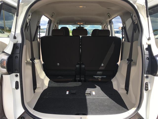 G 両側パワースライドドア 社外ナビ フルセグテレビ Bluetooth バックカメラ アイドリングストップ 革ステアリング ETC 三列シート アルミホイール 横滑り防止(16枚目)