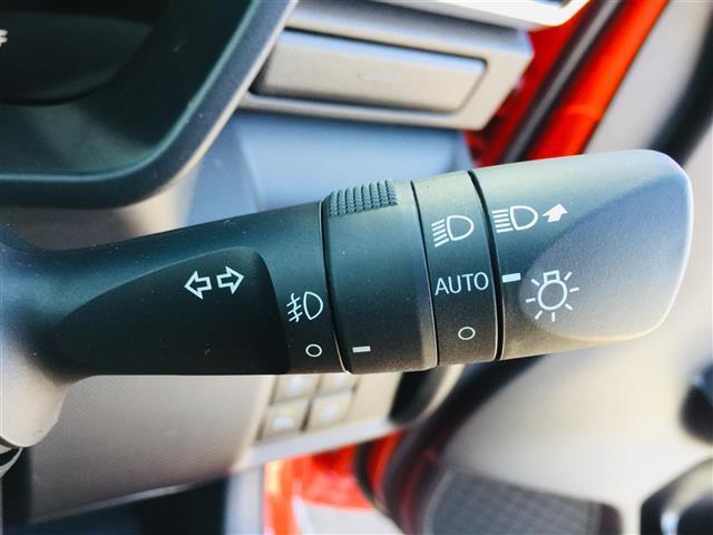 G 衝突軽減ブレーキ 全方位カメラ 純正液晶オーディオ フルセグテレビ シートヒーター LEDヘッドライト フォグライト コーナーセンサー 純正17インチアルミ スマートキー クルーズコントロール(10枚目)