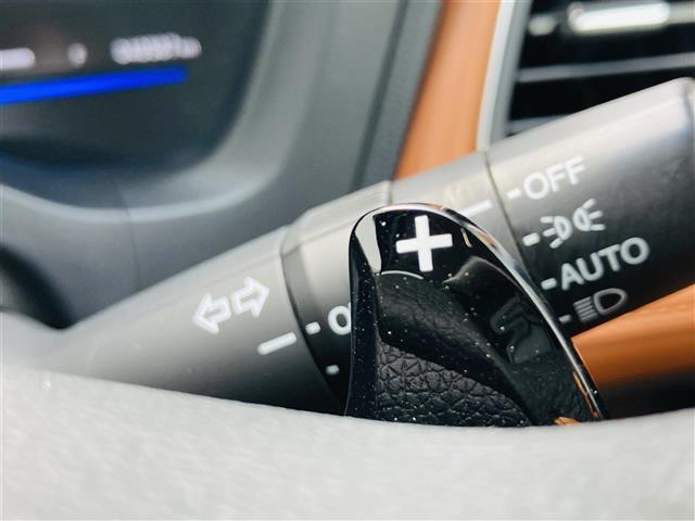 ハイブリッドZ あんしんパッケージ 社外7インチナビ フルセグテレビ DVD Bluetooth バックカメラ クルーズコントロール パドルシフト ハーフレザーシート シートヒーター 純正17インチアルミ LED(14枚目)