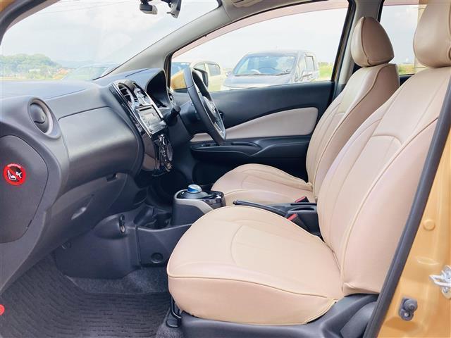 e-パワー X 1オーナー エマージェンシーブレーキ 純正CDオーディオAUX付き レザー調シートカバー 革巻きステアリンング プッシュエンジンスタート ドライブレコーダー スマートキー オートライト ETC(8枚目)