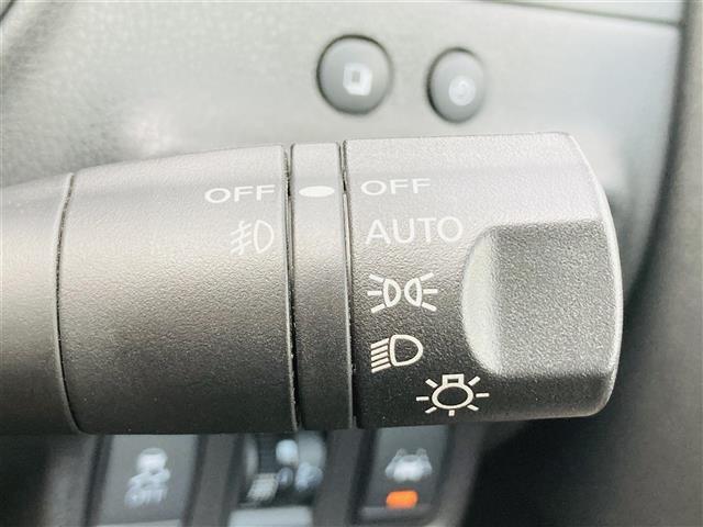 e-パワー X 1オーナー エマージェンシーブレーキ 純正CDオーディオAUX付き レザー調シートカバー 革巻きステアリンング プッシュエンジンスタート ドライブレコーダー スマートキー オートライト ETC(18枚目)