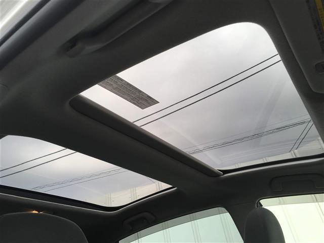 【パノラマルーフ】☆車内には爽やかな風や太陽の穏やかな光が差し込みます☆