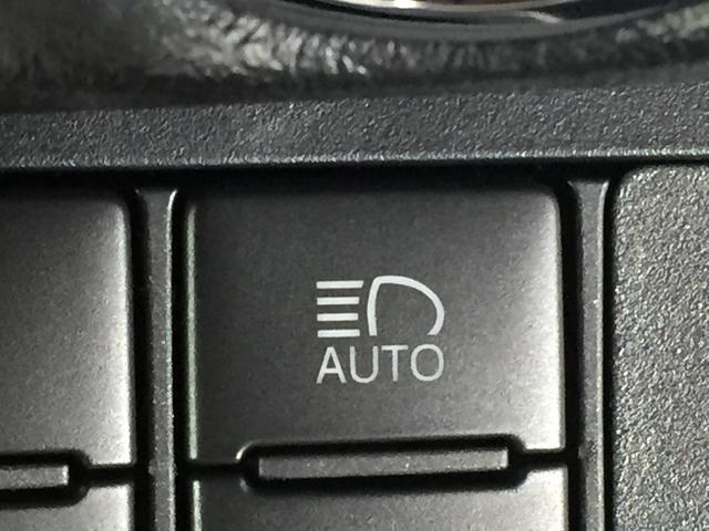 【オートマチックハイビーム】先行車や対向車のライトを認識し、ハイビームとロービームを自動で切り替える機能です
