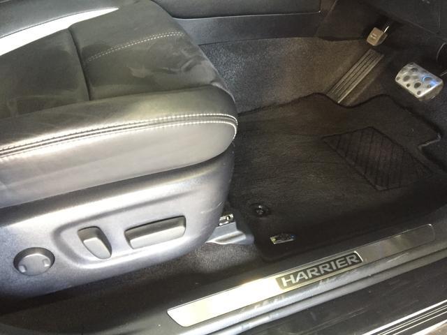 【電動パワーシート】最適なシートポジションを提供し快適にお過ごしいただけ、助手席は足元にお荷物を置いてもゆとりのある空間です。