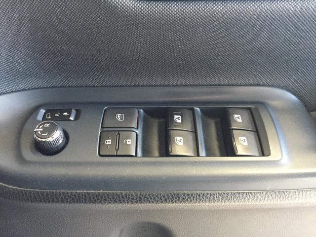 【電動格納ミラー】ミラー格納ボタンで開閉します! ドライバーの目線に合わせ、ミラーの上下左右調整が可能です☆