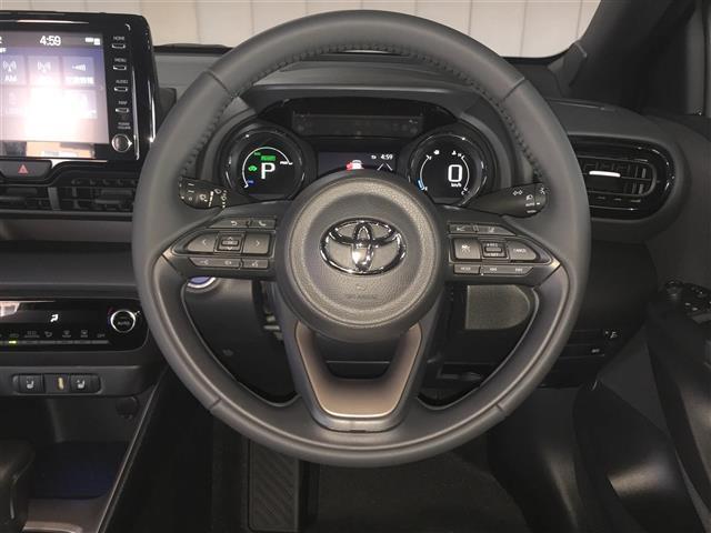 ハイブリッドZ 登録済未使用車 8型ディスプレイオーディオ(9枚目)