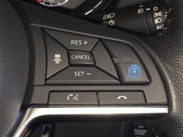 【プロパイロット】【レーダークルーズコントロール】レーダーで先行車を認識し、車速に応じた車間距離を保ちながら追従走行を支援します。