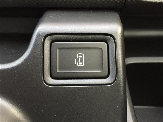 【片側電動スライドドア】小さなお子様でもボタン一つで楽々乗り降り出来ます!両手に荷物を抱えていてもボタンを押せば自動で開きますので、ご家族でのお買い物等にとっても便利な人気装備です!