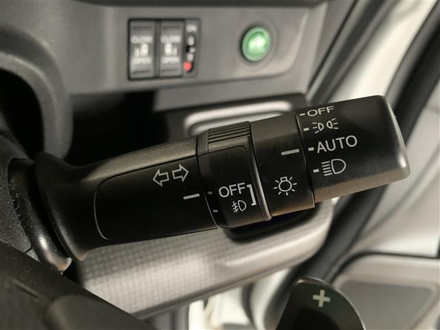 スパーダ ホンダセンシング 衝突軽減ブレーキ 路外逸脱抑制システム レーンキープアシストシステム 標識認識機能 社外ナビ バックカメラ 両側パワースライドドア ビルトインETC フルセグTV視聴可能 Bluetooth対応(11枚目)