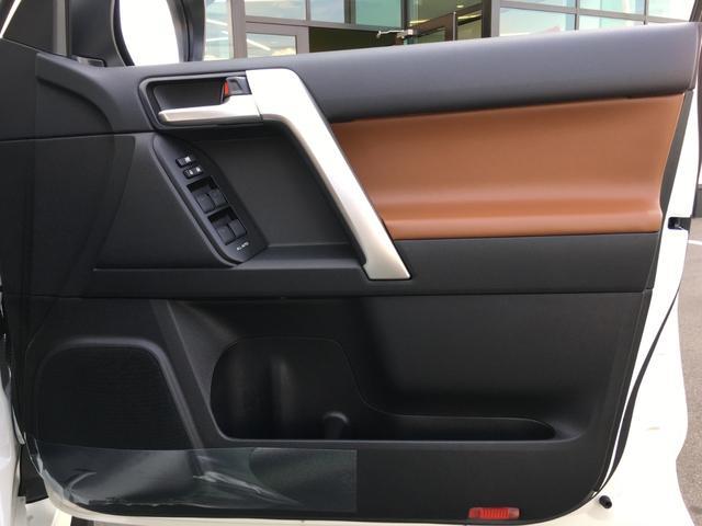TX Lパッケージ 70thアニバーサリーリミテッド 登録済み未使用車 専用ルーフレール 専用レザーシート シートヒーター シートエアコン パワーシート セーフティセンス 衝突軽減ブレーキ レーンディパーチャーアラート レーダークルーズコントロール(41枚目)