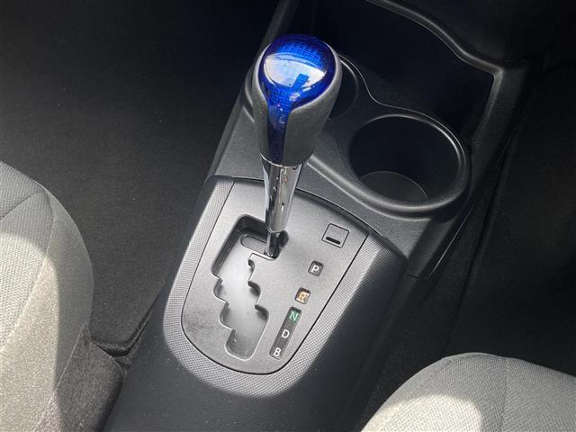S トヨタセーフティセンス LEDヘッドライト 純正ナビ バックカメラ シートヒーター 地デジTV 衝突軽減ブレーキ レーンディパーチャーアラート オートマチックハイビーム スペアキー プッシュスタート(13枚目)