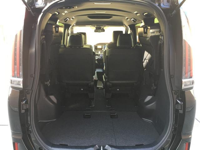 ハイブリッドGiプレミアムパッケジブラックテーラード 登録済み未使用車 トヨタセーフティセンス 衝突軽減ブレーキ レーンキープ ハーフレザーシート シートヒーター ステアリングヒーター コーナーセンサー 両側電動スライドドア LEDヘッドライト(17枚目)