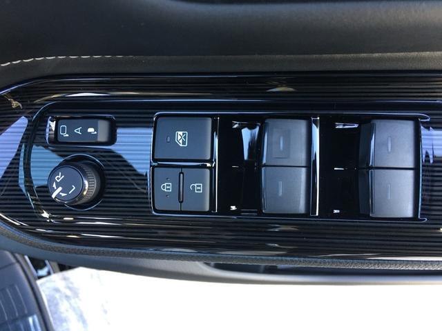 ハイブリッドGiプレミアムパッケジブラックテーラード 登録済み未使用車 トヨタセーフティセンス 衝突軽減ブレーキ レーンキープ ハーフレザーシート シートヒーター ステアリングヒーター コーナーセンサー 両側電動スライドドア LEDヘッドライト(78枚目)