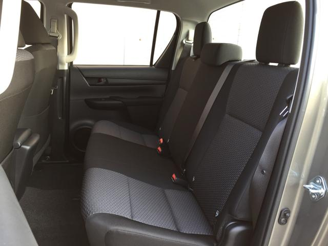 X 登録済み未使用車 4WD ディーゼル ターボ リアチップアップシート 寒冷地仕様 ウインドシールドデアイサー リヤフォグランプ スペアキー 排ガス浄化装置 アイドリングストップ センターデフロック(67枚目)