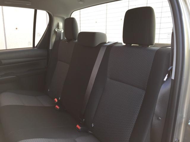 X 登録済み未使用車 4WD ディーゼル ターボ リアチップアップシート 寒冷地仕様 ウインドシールドデアイサー リヤフォグランプ スペアキー 排ガス浄化装置 アイドリングストップ センターデフロック(68枚目)