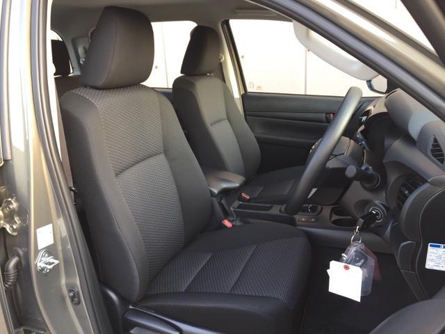 X 登録済み未使用車 4WD ディーゼル ターボ リアチップアップシート 寒冷地仕様 ウインドシールドデアイサー リヤフォグランプ スペアキー 排ガス浄化装置 アイドリングストップ センターデフロック(73枚目)