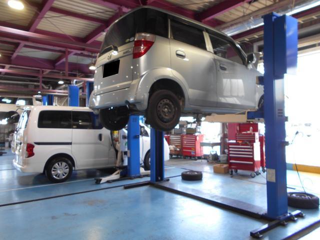 自社工場完備で、販売後のお客様の愛車をスピーディに整備いたします。外部工場依頼ではないので、作業内容も安心して行えます。