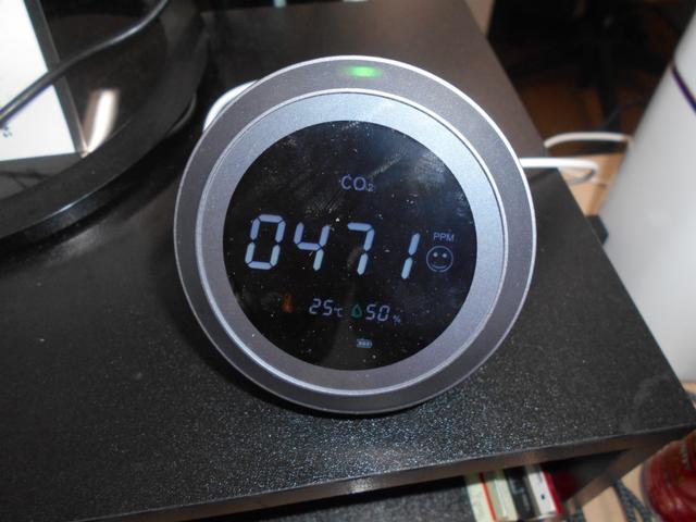 コロナ対策により、常時CO2センサー作動中です。店内、常時換気をしていますが、CO2センサーでも数値を管理しており、二重のチェック体制で、万全の体制を整えています。