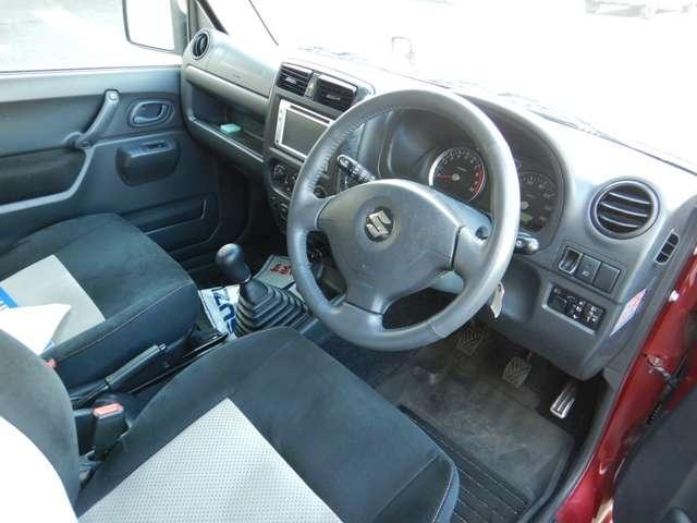 運転席も綺麗な状態なので快適にドライブができます!!