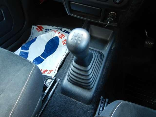 握りやすいシフトレバーで運転を補助します!!