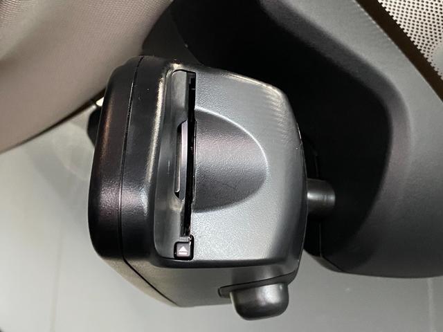 クーパーS クラブマン 純正HDDナビ リヤビューカメラ パークディスタンスコントロール 衝突軽減ブレーキ コンフォートアクセス アダプディブクルーズコントロール 純正OP黒AW LEDヘッドライト 純正フロアマット(17枚目)