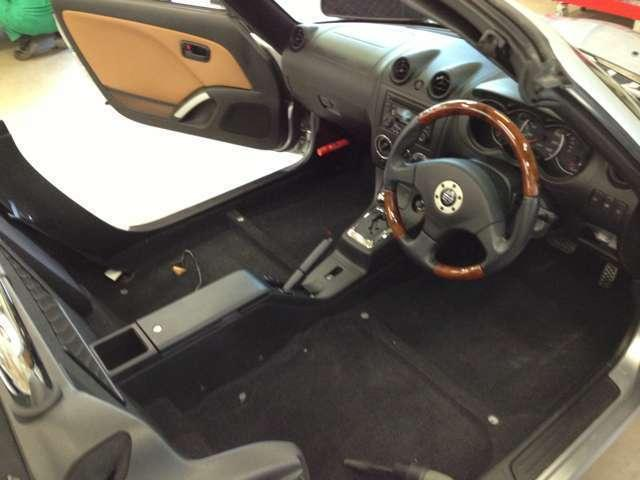 お車の内外装クリーニングにも自信があります。細部にいたるまでチェックして仕上げを行っていきます。