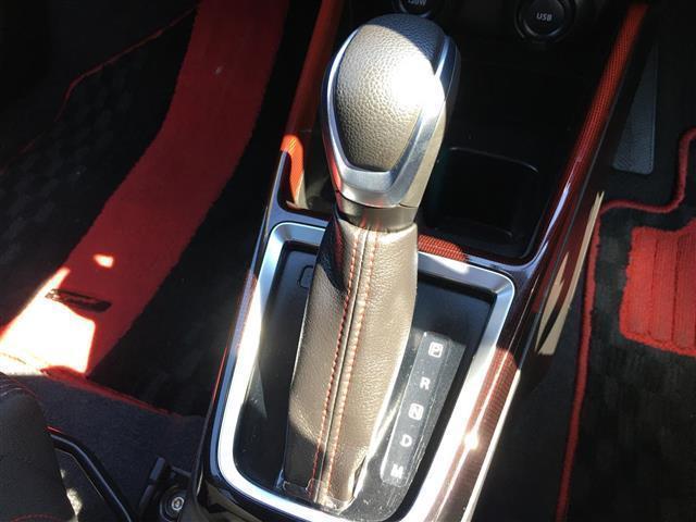 ベースグレード 衝突軽減 クルーズコントロール 純正LEDライト シートヒーター  パドルシフト ステアリングスイッチ ビルトインETC プッシュスタート 純正アルミホイール(7枚目)