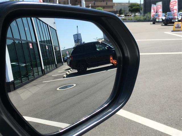ハイブリッドZ 純正ディスプレイオーディオ パノラミックビューモニター パーキングアシスト レーンキープアシスト クルコン 横滑り防止機能 LEDオートライト オートハイビーム  前席シートヒーター D席パワーシート(10枚目)