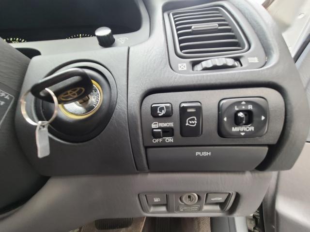 C仕様 革シートグレー 運転席助手席パワーシートクルーズコントロール 運転席シートメモリー 本革巻ステアリング オートライト 純正15インチアルミホイール シルバーツートンカラー 実走行42600キロ(31枚目)