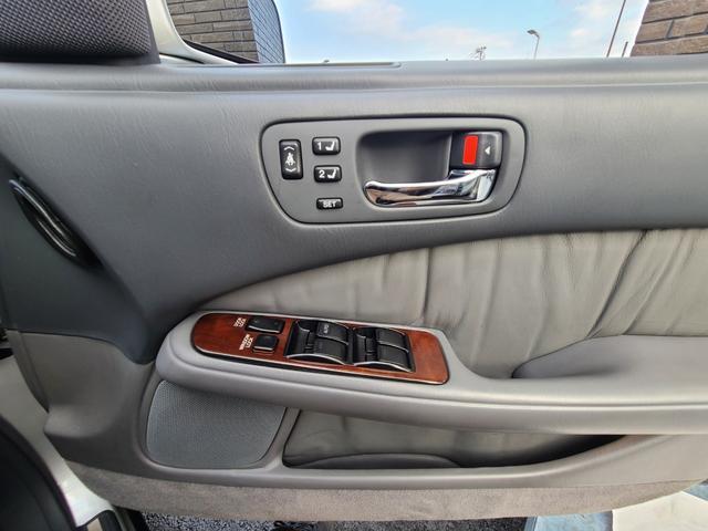 C仕様 革シートグレー 運転席助手席パワーシートクルーズコントロール 運転席シートメモリー 本革巻ステアリング オートライト 純正15インチアルミホイール シルバーツートンカラー 実走行42600キロ(32枚目)