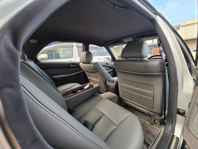 C仕様 革シートグレー 運転席助手席パワーシートクルーズコントロール 運転席シートメモリー 本革巻ステアリング オートライト 純正15インチアルミホイール シルバーツートンカラー 実走行42600キロ(34枚目)