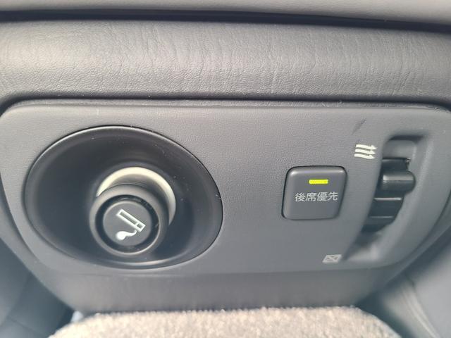 C仕様 革シートグレー 運転席助手席パワーシートクルーズコントロール 運転席シートメモリー 本革巻ステアリング オートライト 純正15インチアルミホイール シルバーツートンカラー 実走行42600キロ(37枚目)