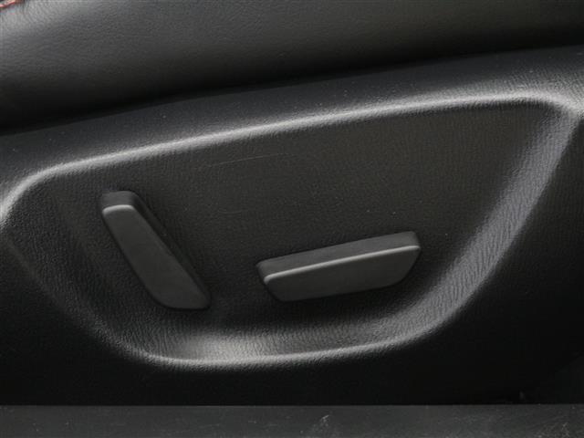 ★パワーシート★シートの前後のスライドや、背もたれの角度調整を電気モーターで行うことで、手動よりも微調整が可能です!