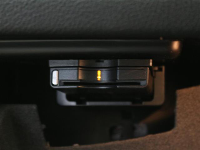 GLA180 プレミアムパッケージ レーダーセーフティパッケージ パノラミックスライディングルーフ ナッパレザーシート フットトランクオープナー キーレスゴースタート コマンドシステム フルセグTV バックカメラ(7枚目)