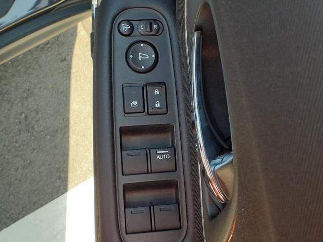 X・ホンダセンシング 社外8インチナビ/LEDヘッド/ナビ装着用SP+ETC/プッシュスタート/ヘッドランプ LED/EBD付ABS/横滑り防止装置/アイドリングストップ/エアバッグ 運転席/エアバッグ 助手席 禁煙車(17枚目)