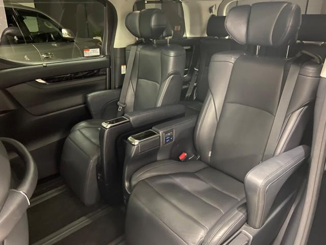 後部座席も広々しているので、お荷物が多くても乗りやすいです!