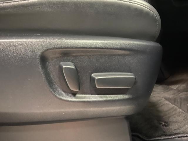パワーシートが付いておりますので、座席の移動もスムーズです!