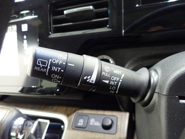 車速連動型間欠ワイパーも装備されております。