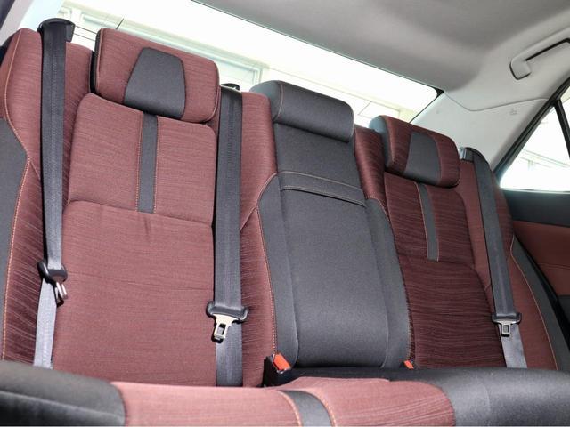 後席も広々としていてご同乗の方もゆったりとおくつろぎいただけます。