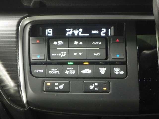 【トリプルゾーンエアコン&シートヒーター】運転席、助手席、更に後席で独立して温度設定が可能なトリプルゾーンエアコンです!更に寒い時期に大活躍の、シートヒーター付きです!