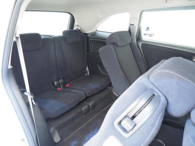 サードシートの乗り入れも容易にできます。