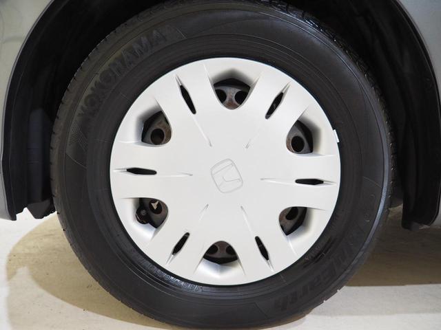 タイヤに目立つ傷はありません。