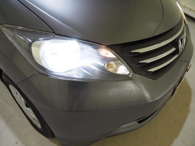 HIDヘッドライトでとても明るくレンズに傷や曇りもありません。