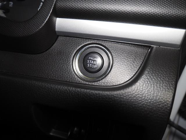スマートキーでプッシュボタンでエンジンスタートです。カギをポケットやカバンに入れた状態でエンジンをかけられます。