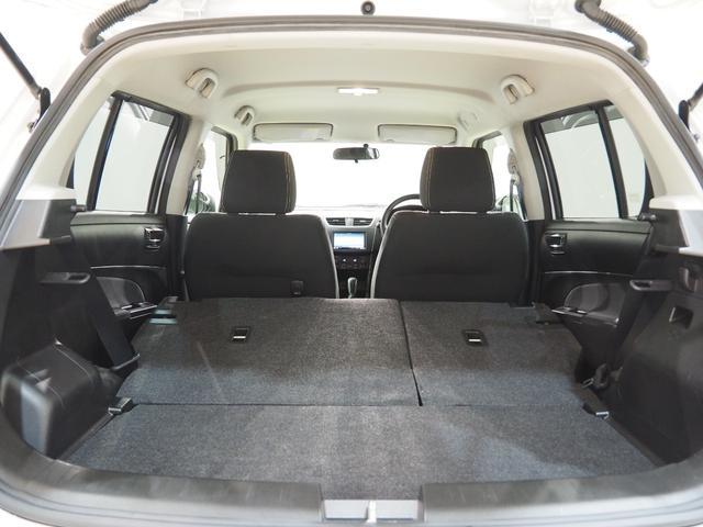 後部座席を倒すと広いラゲッジスペースが出現します。開口部が広いのでお荷物もとても積み込みやすいです。