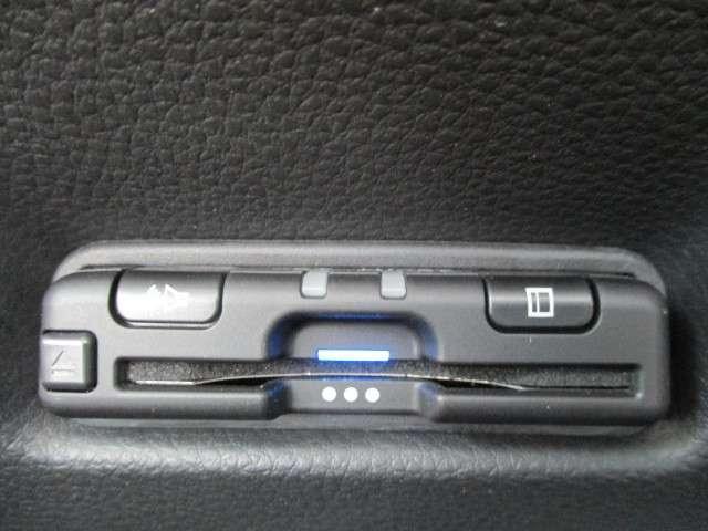 e:HEVクロスター 2年保証付 デモカー 衝突被害軽減ブレーキ アダプティブクルーズコントロール サイド&カーテンエアバッグ ドライブレコーダー メモリーナビ バックカメラ ETC 純正AW USB入力端子 ワンオーナー(12枚目)
