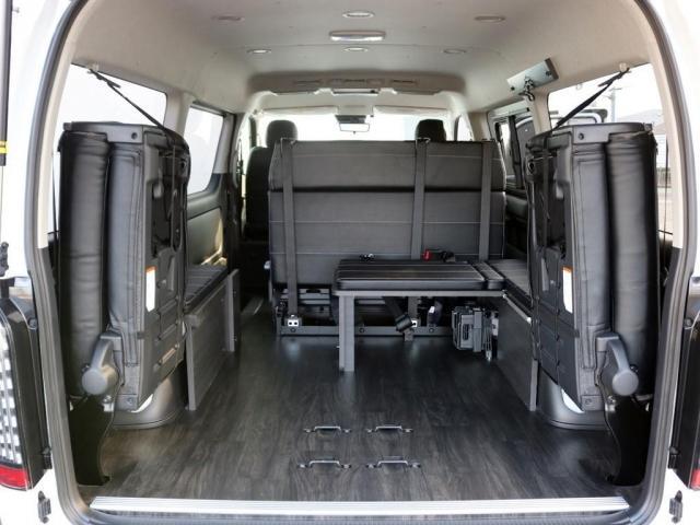 GL ロング 未登録新車 FLEXシートアレンジVer2 6型ホワイトパール エアロフロントリップ テールランプ テーブル 床張り施工 ETC フルフラット 車中泊ベッドキット ベンチシートパワースライド カスタム(9枚目)